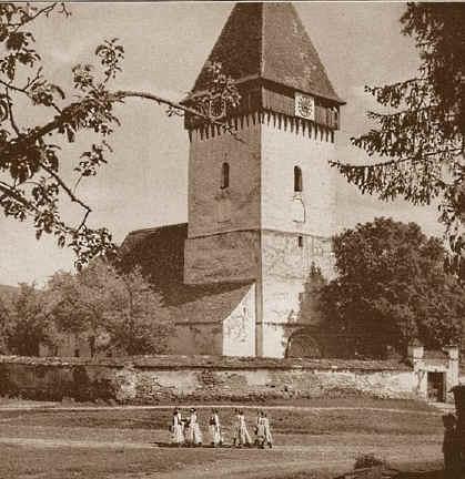 1298658568-tarteln-kirchenburg-um-1920.jpg (115401 Byte)